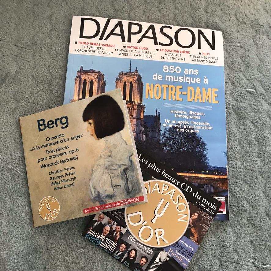 Lecture du magazine musical Diapazon - Photo de Cendrine Miesch pour le blog de LaPtiteAlsacienne.com