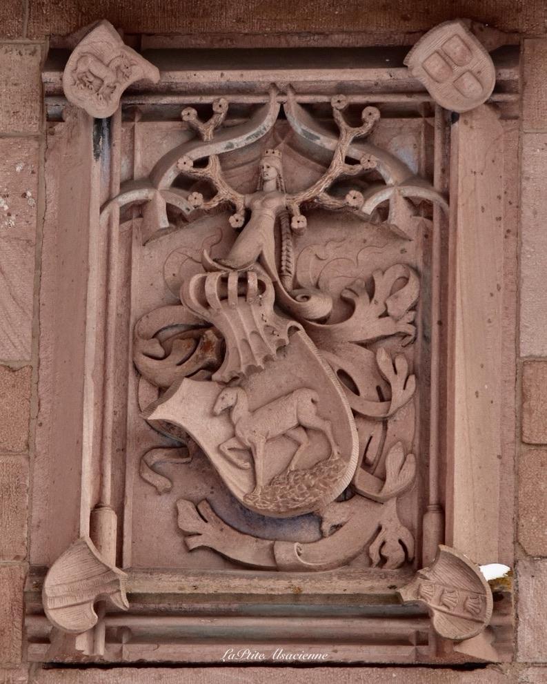 Au-dessus de la porte d'entrée du château du Haut Koenigsbourg - Photo de Cendrine Miesch LaPtiteAlsacienne