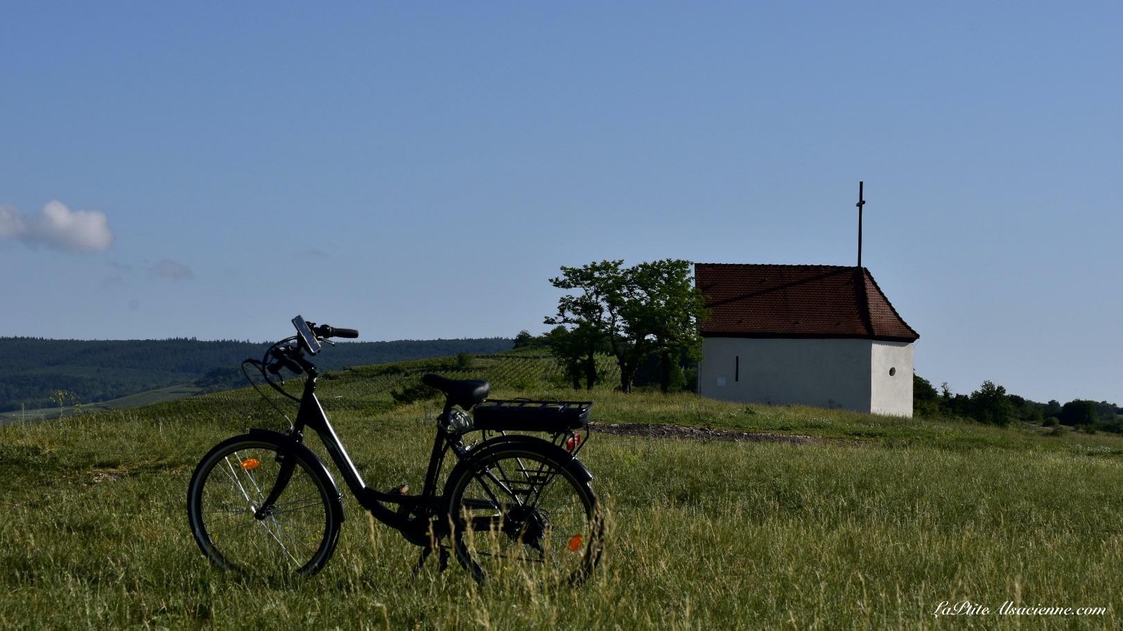 Monter en vélo à la chapelle du Bollenberg en Vélo électrique - Photo par LaPtiteAlsacienne Cendrine Miesch