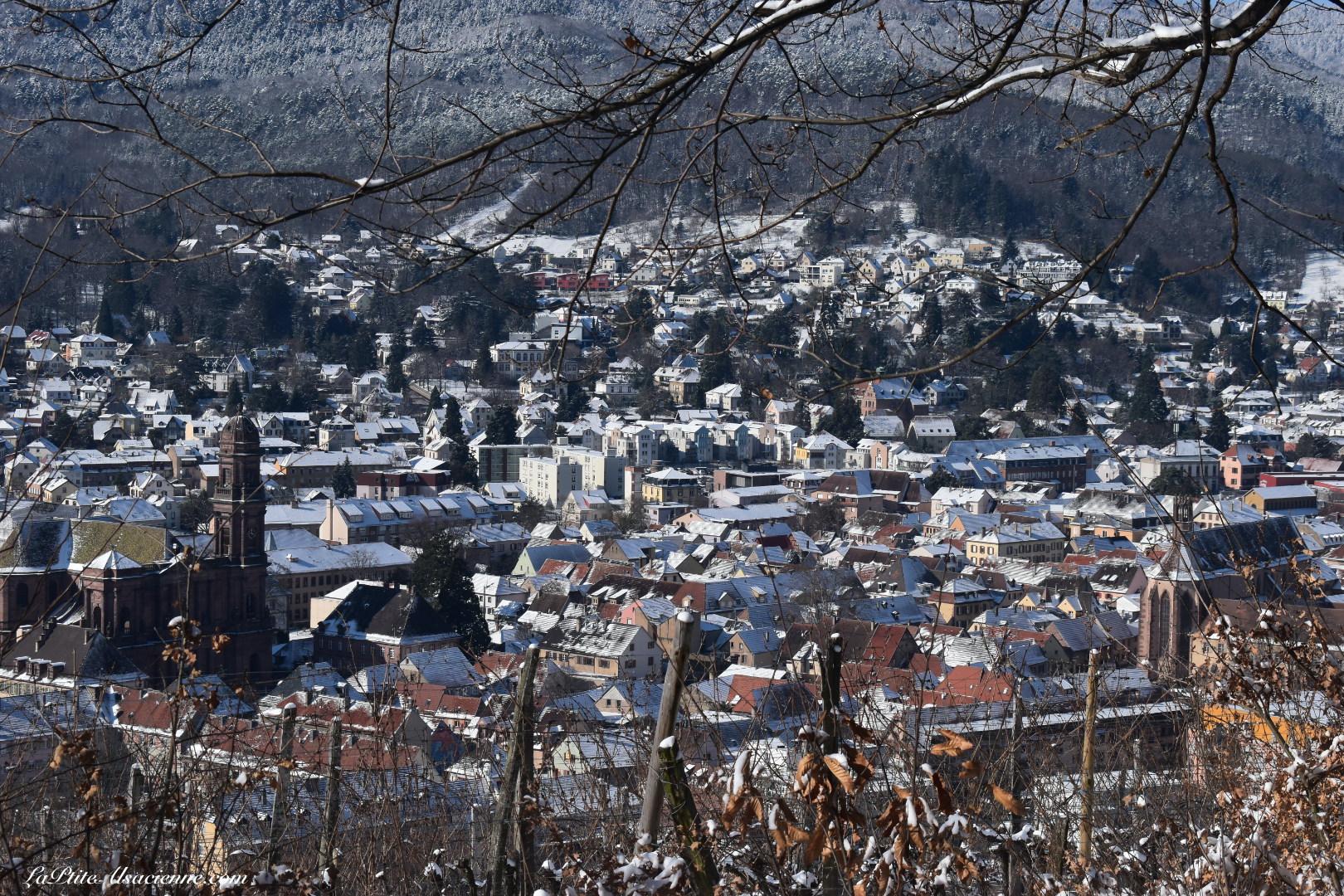 Vue sur Guebwiller sous la neige depuis le vignoble - Photo de Cendrine Miesch dite LaPtiteAlsacienne