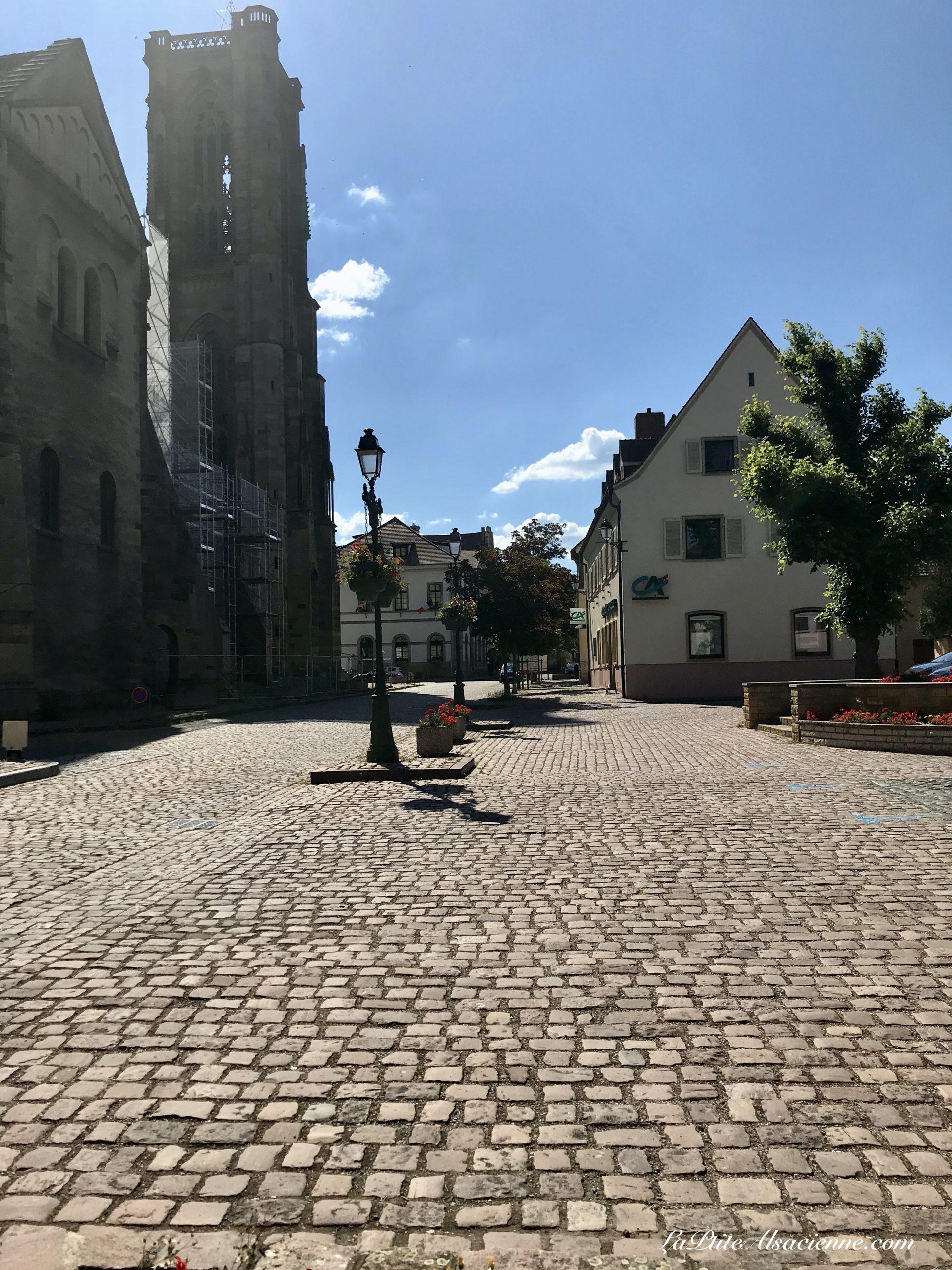 Rouffach et sa célèbre église, et ... sa route pavée ! - Photo par Cendrine Miesch dite LaPtiteAlsacienne