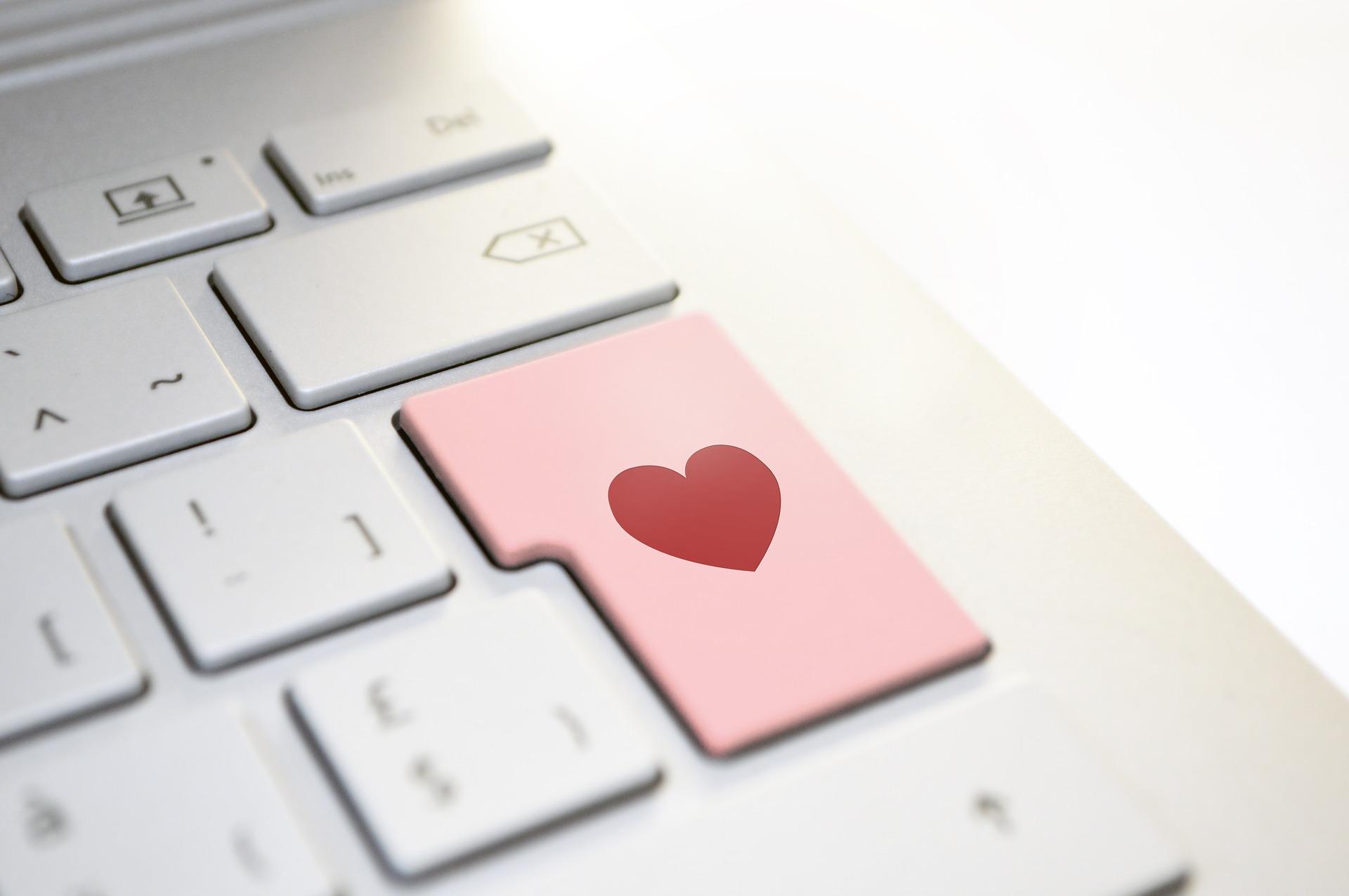 amour par le clavier - Image par athree23 de Pixabay