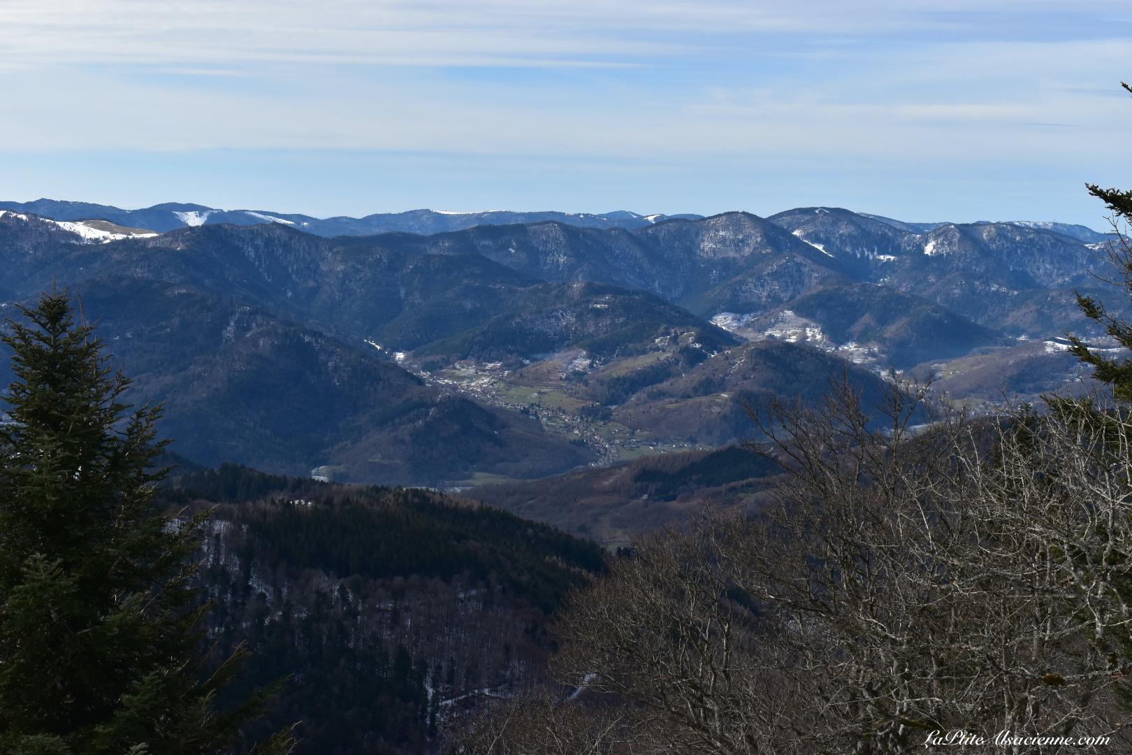 Vue sur les Vosges Alsaciennes, du côté de la vallée de Thann. Photo by Cendrine Miesch dite LaPtiteAlsacienne