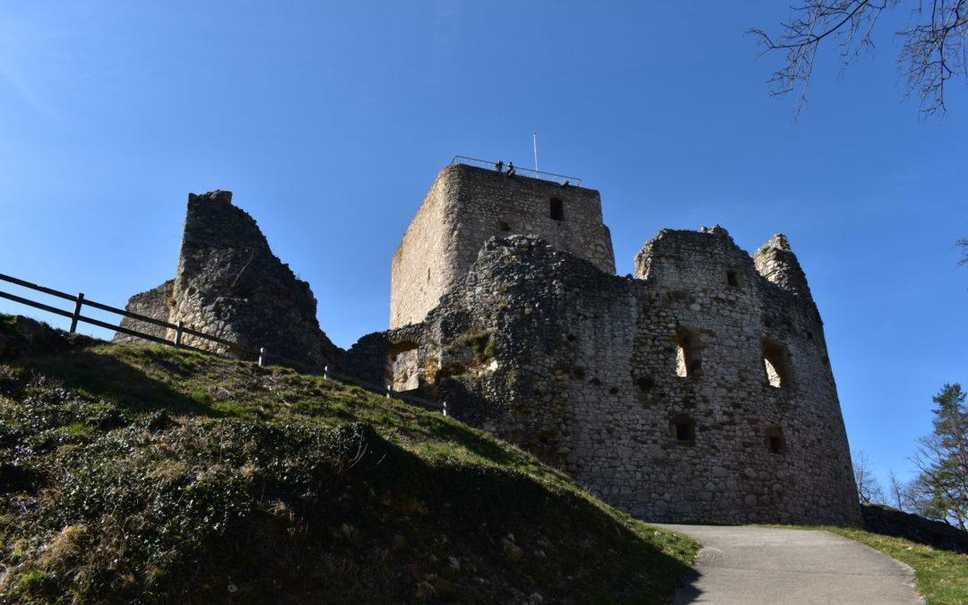 Arrivée aux Ruines du Château de Landskron