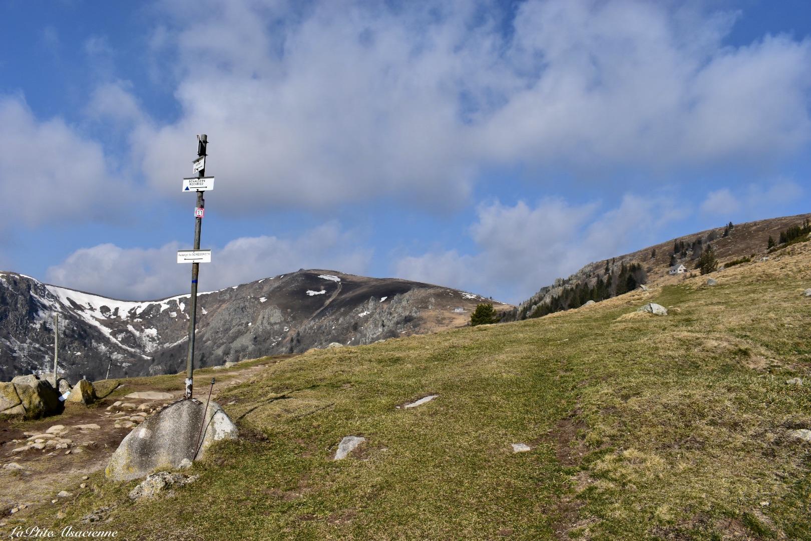 Schiessroth, panneau directionnel, vue sur le Hohneck