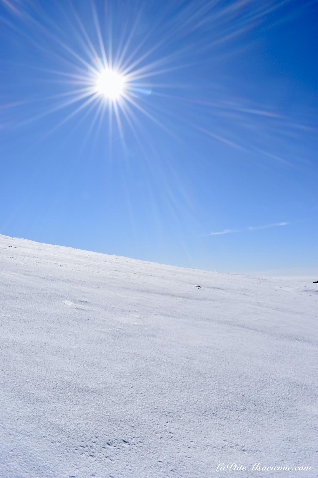 desert de neige et grand soleil