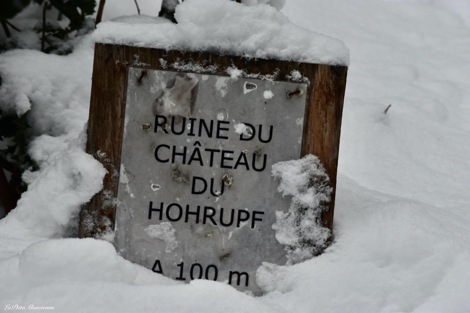 panneau indication ruine chateau hohrupf sous la neige