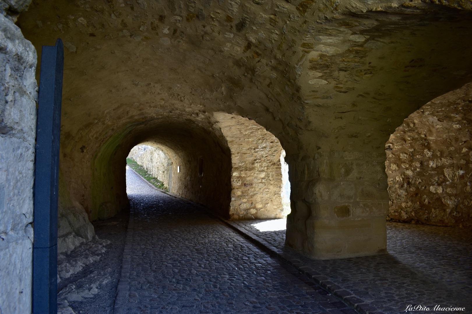 Le passage couvert rénové des Ruines du Château Fort de Landskron à Leymen en Alsace