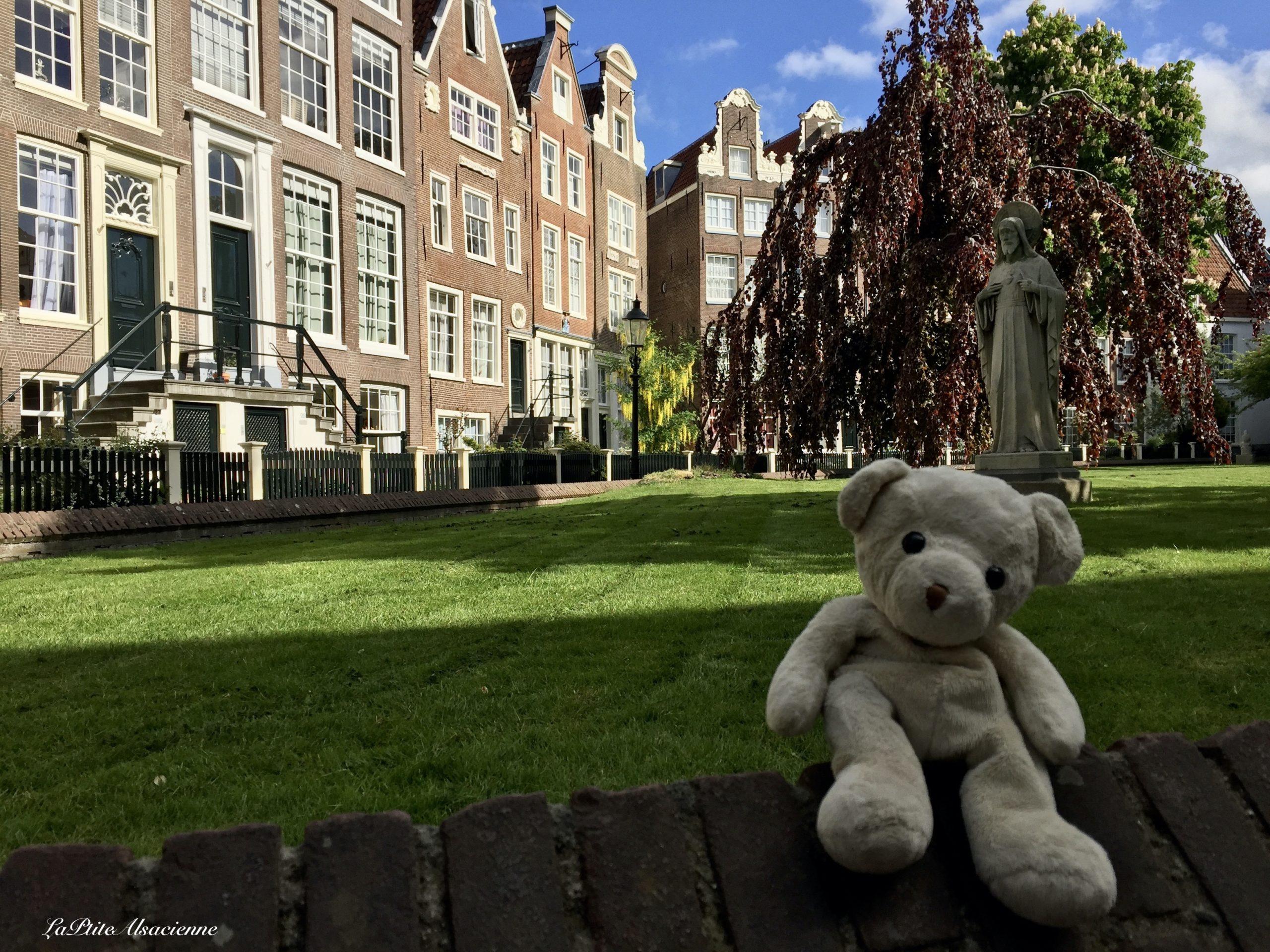 Doudou Sans Nom à Amsterdam  - Béguinage ou Begijnhof Park