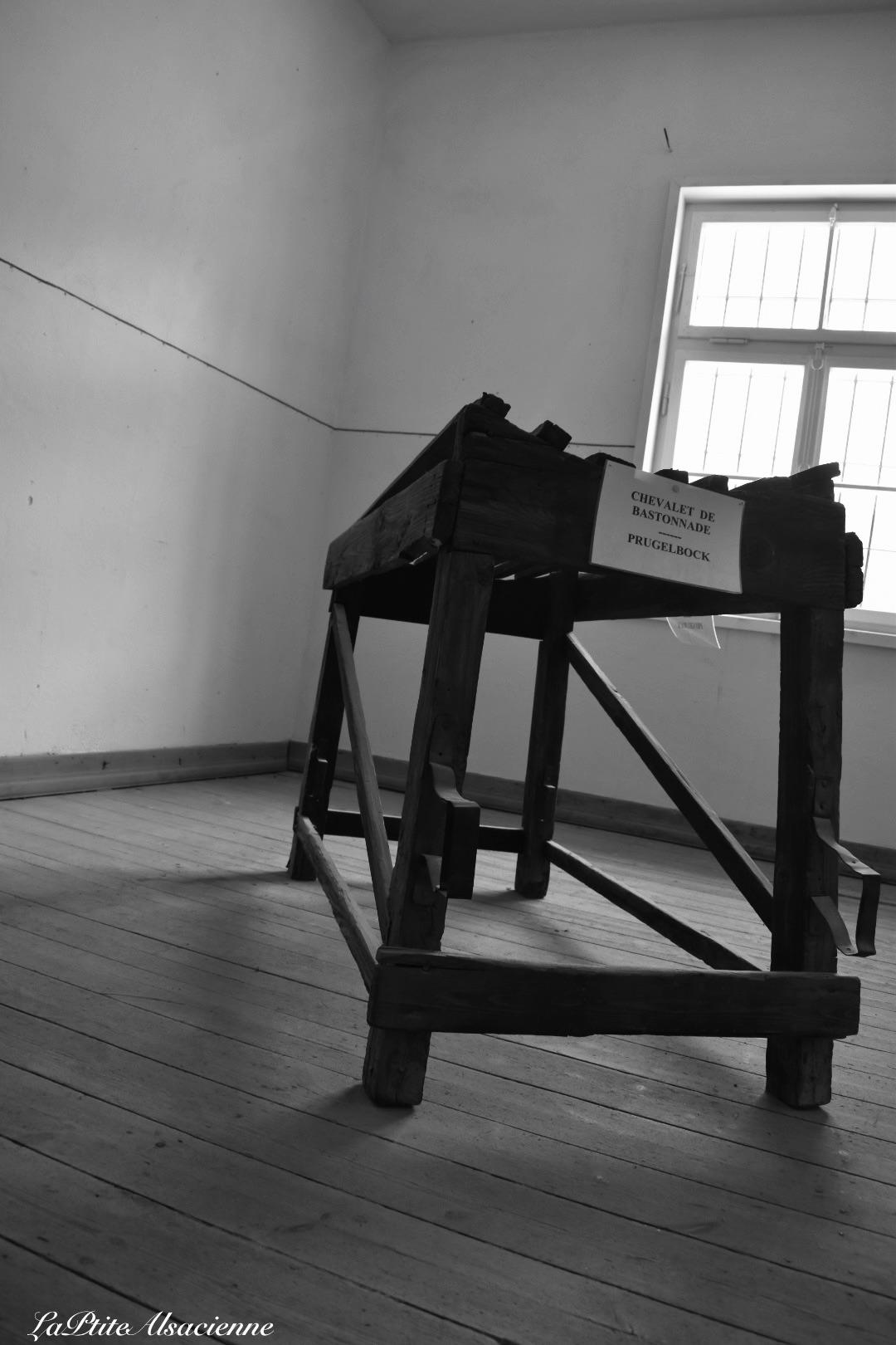 Chevalet de bastonnade au camp de concentration du struthof. Photo de Cendrine Miesch dite LaPtiteAlsacienne
