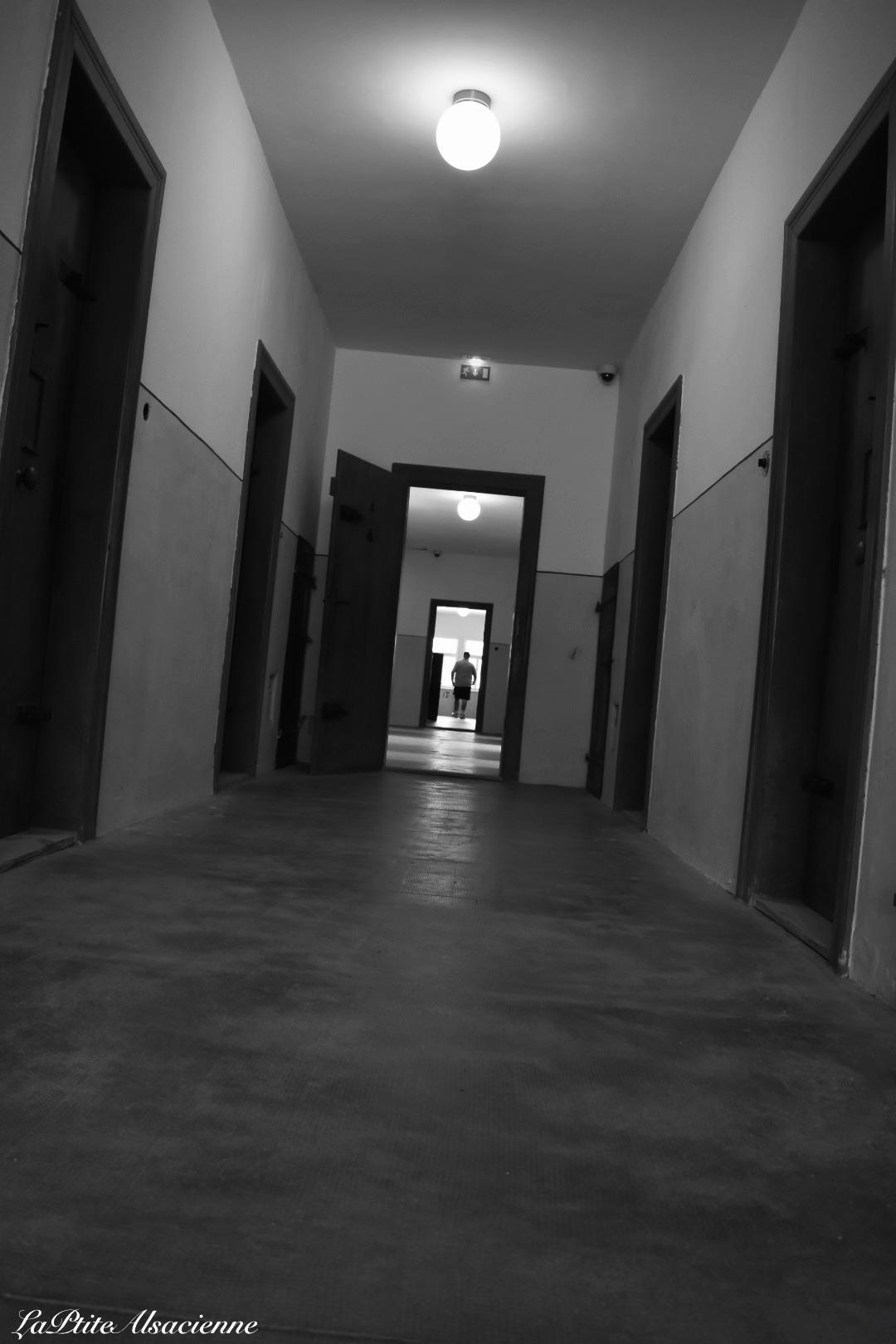 Couloir de la prison du Camp de concentration du Struthof. Photo de Cendrine Miesch dite LaPtiteAlsacienne