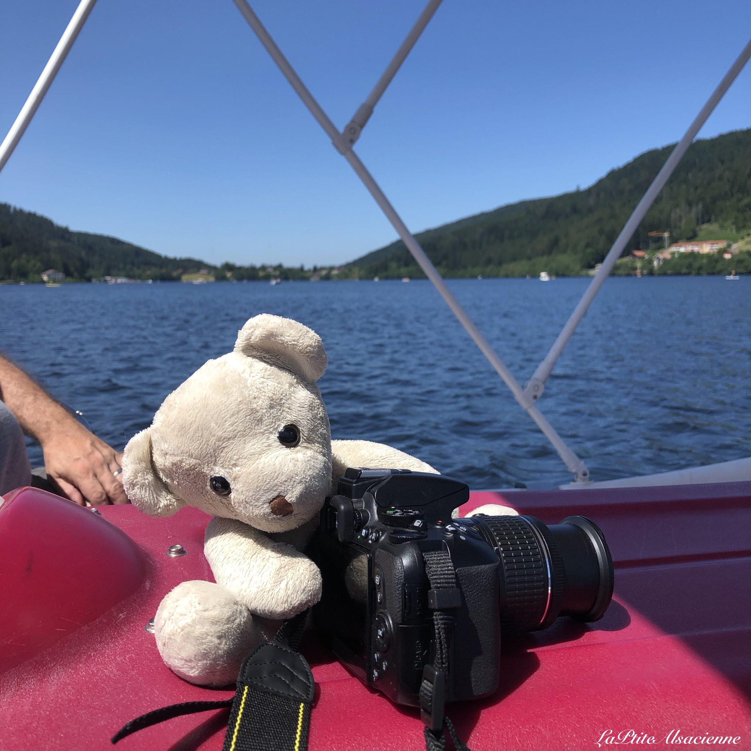Doudou Sans Nom au lac de Gérardmer. Photo de Cendrine Miesch dite LaPtiteAlsacienne