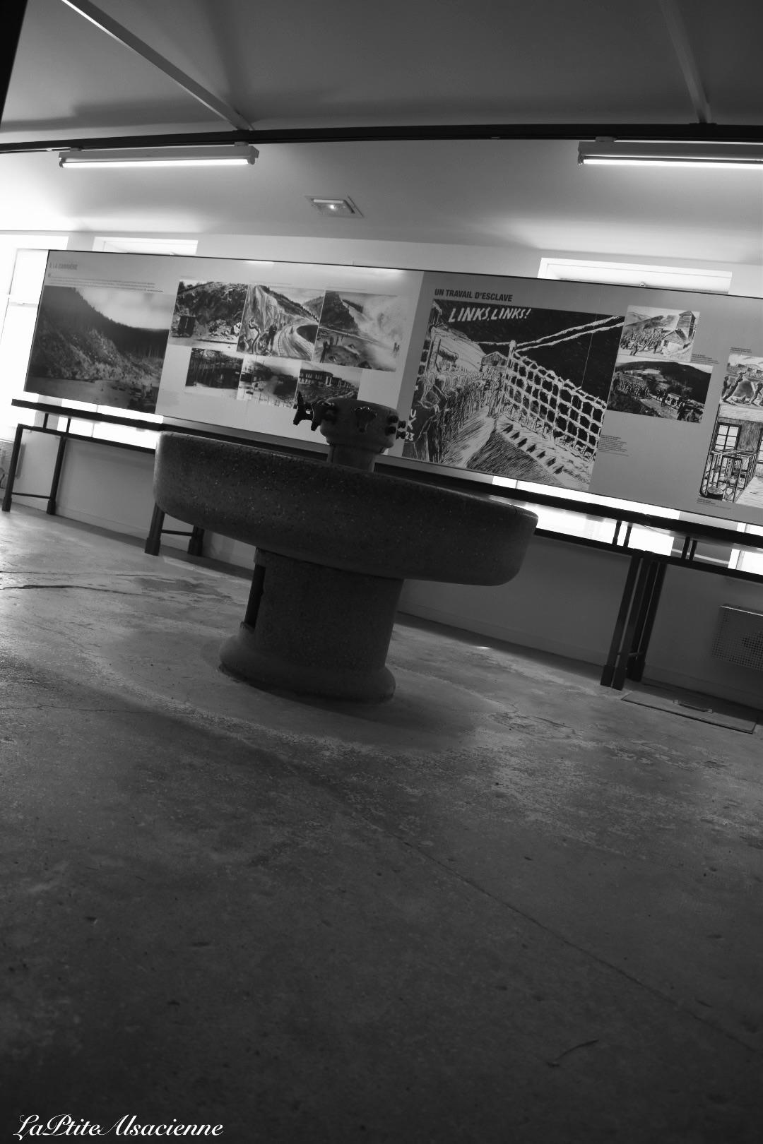 Exposition à l'intérieur du 1er baraquement du Struthof, camp de concentration entre 1941 et  1945. Photo de Cendrine Miesch dite LaPtiteAlsacienne