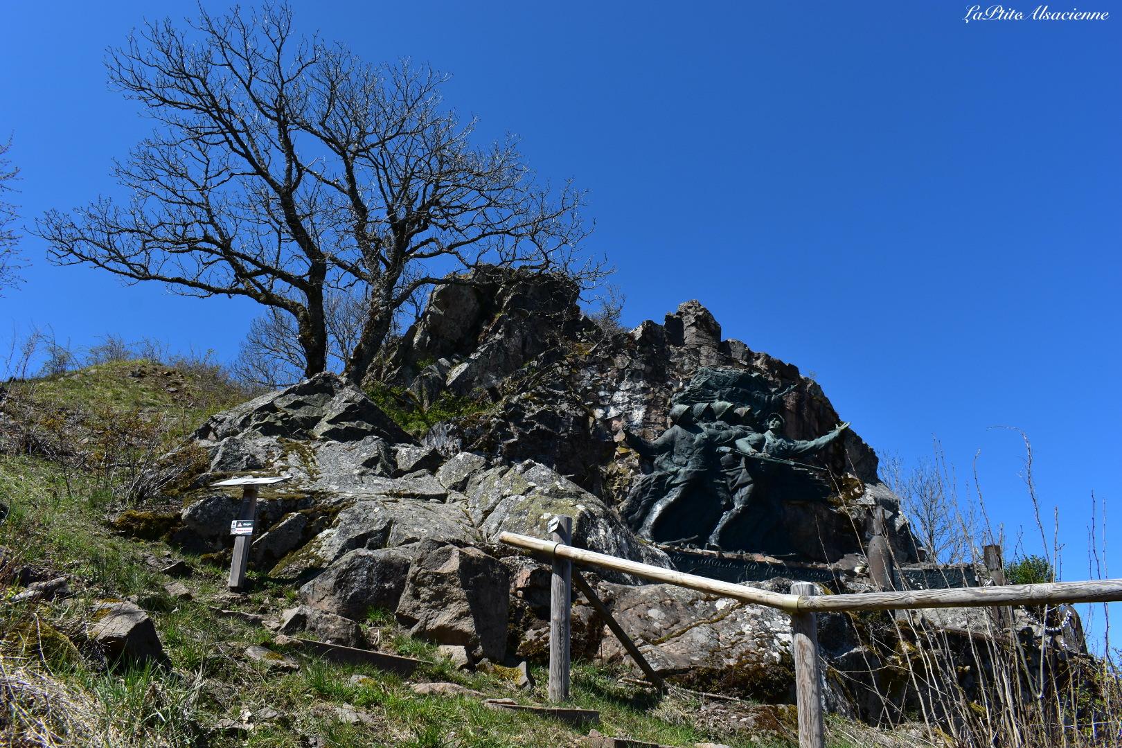 Monument des vaillants du 152ème tombés en Alsace ou Monument des Diables Rouges au Hartmannswillerkopf. Photo de Cendrine Miesch