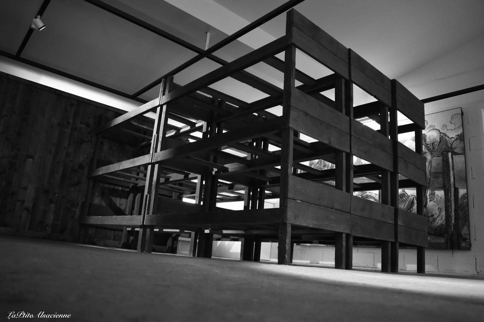 Lit du camp de travail et de concentration du Struthof à Natzwiller. Photo de Cendrine Miesch dite LaPtiteAlsacienne