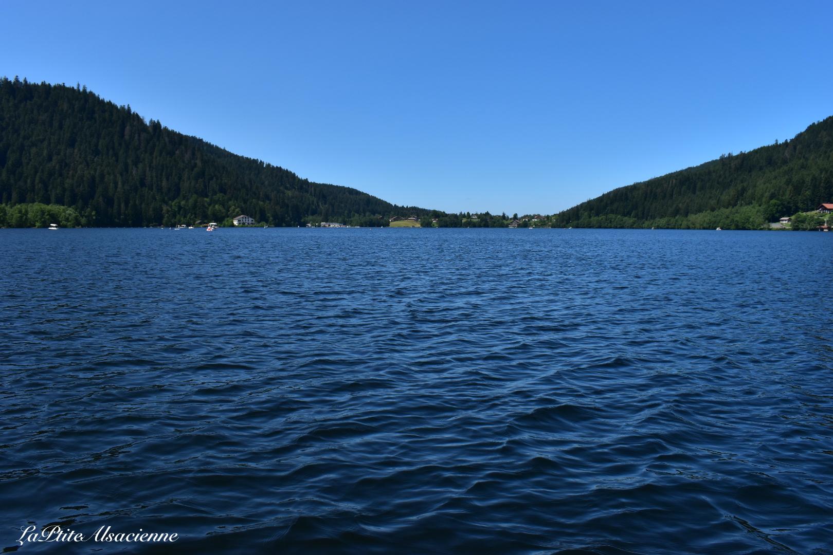 Vue sur le Lac de Gérardmer depuis le bateau solaire électrique Gogo - Photo de Cendrine Miesch dite LaPtiteAlsacienne