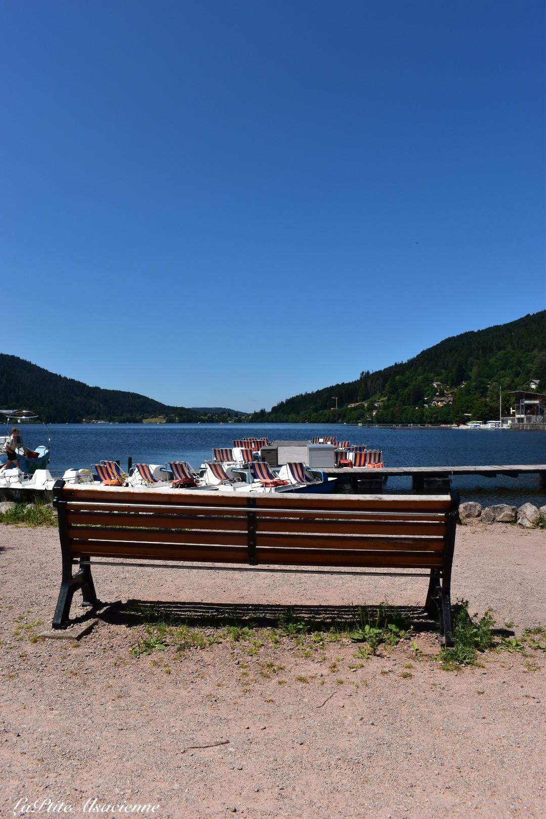 Vue depuis un banc sur le lac de Gérardmer - Photo de Cendrine Miesch dite LaPtiteAlsacienne