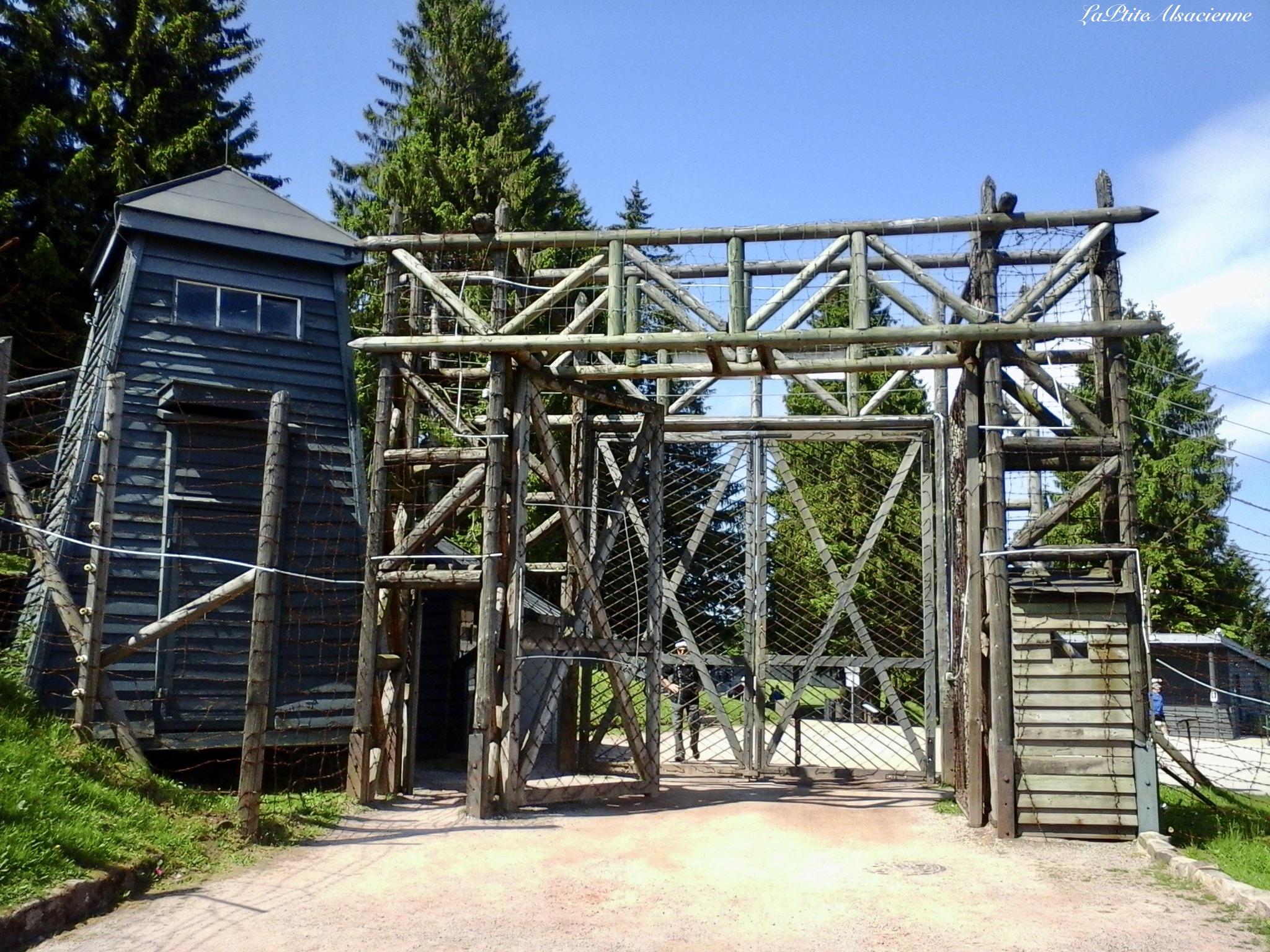 L'entrée (ou dans ce sens, la sortie) du Struthof - Photo de Cendrine Miesch