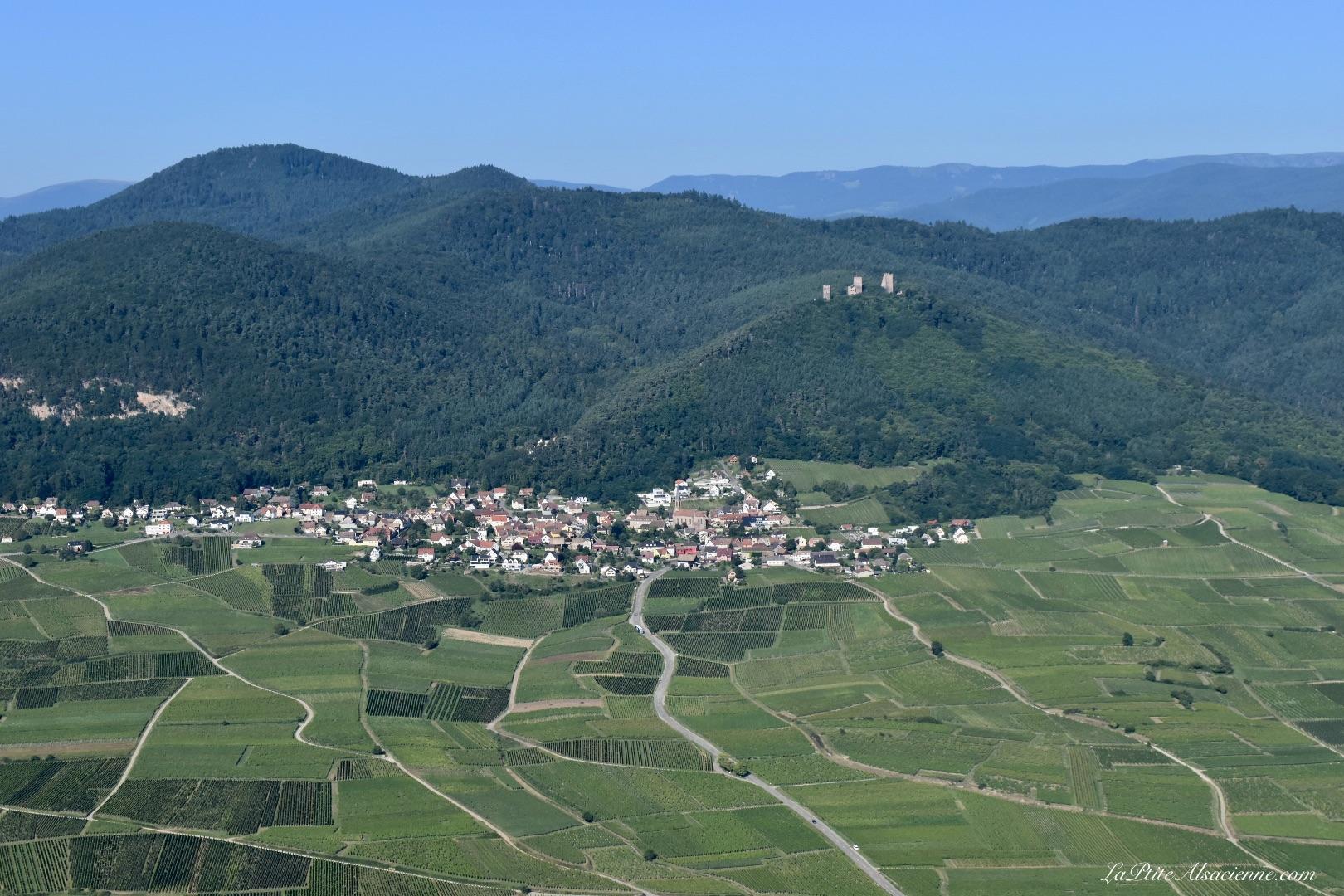 Husseren les Châteaux vue du ciel. Photo de Cendrine Miesch dite LaPtiteAlsacienne