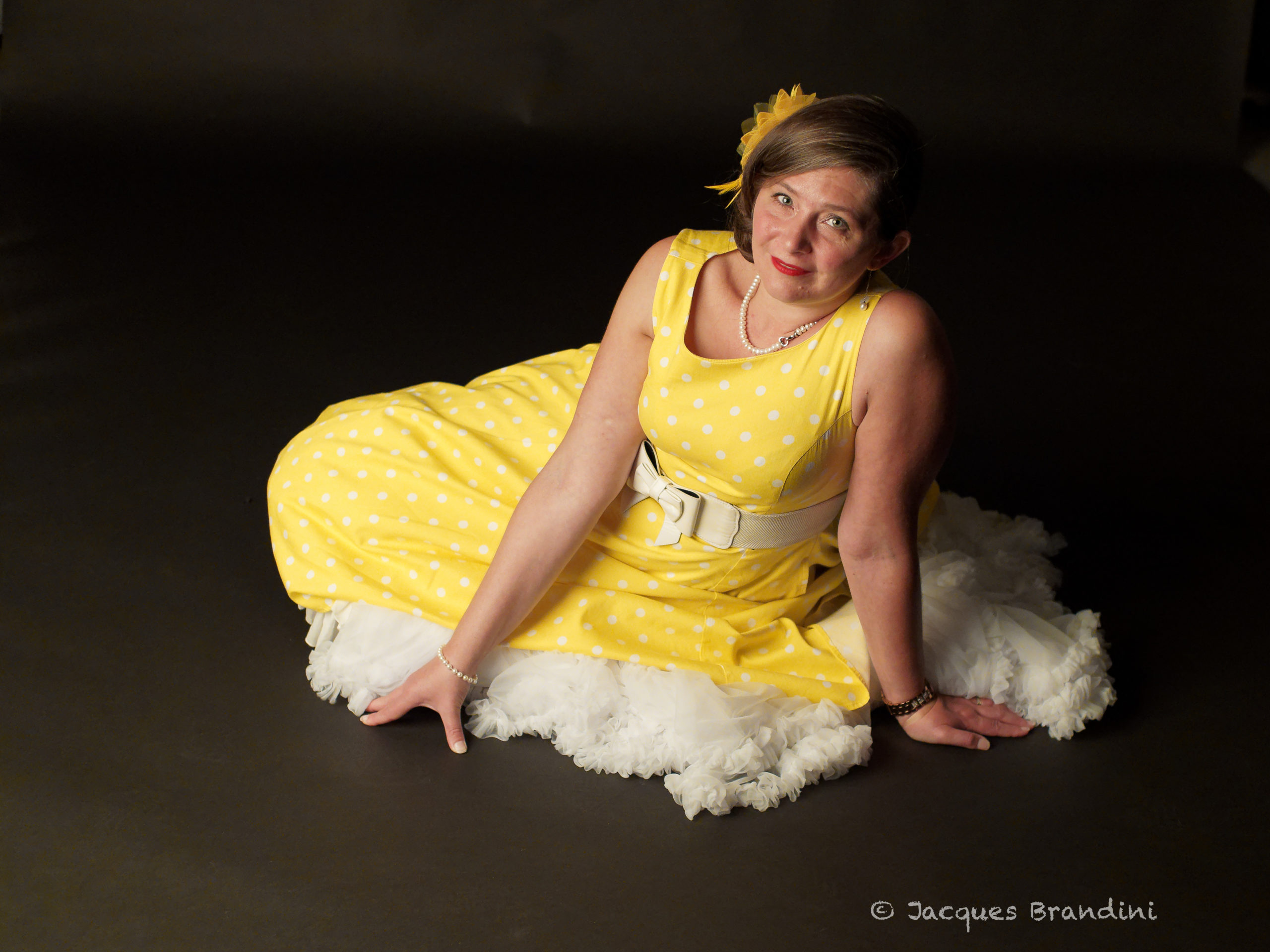 Robe Rayon de Soleil - Model : Cendrine Miesch dite LaPtiteAlsacienne - Photo de Jacques Brandini - Marque robe jaune : Hearts & Roses - Magasin : Sweet Candy Shop à Molsheim