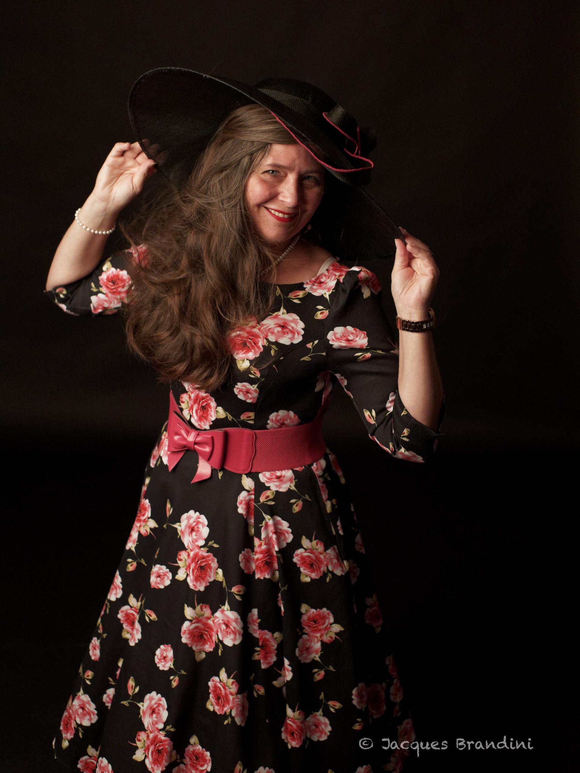 """La robe que je nomme """"fleur hivernale"""" rose fushia. Marque : Hearts & Roses - Boutique Sweet Candy Shop à Molsheim. Model : Cendrine Miesch dite LaPtiteAlsacienne. Photo de Jacques Brandini"""