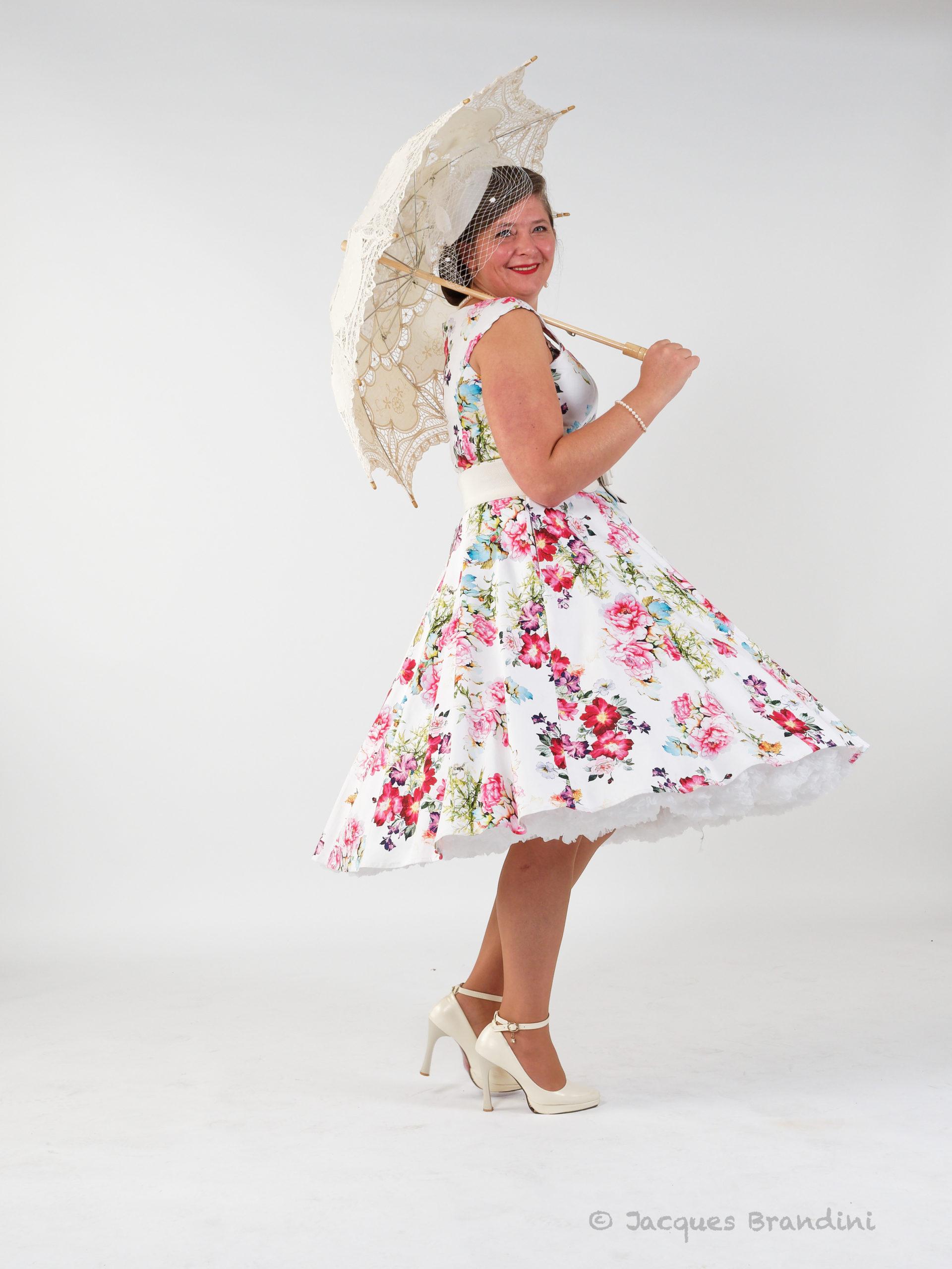 """Robe que je nomme """"fleur estivale"""" de la marque Hearts & Roses trouvée à la boutique Sweet Candy Shop à Molsheim. Photo de Jacques Brandini réalisée lors de l'atelier photo spécial portrait chez Studio Jean Paul à Guebwiller. Model : Cendrine Miesch dite LaPtiteAlsacienne"""