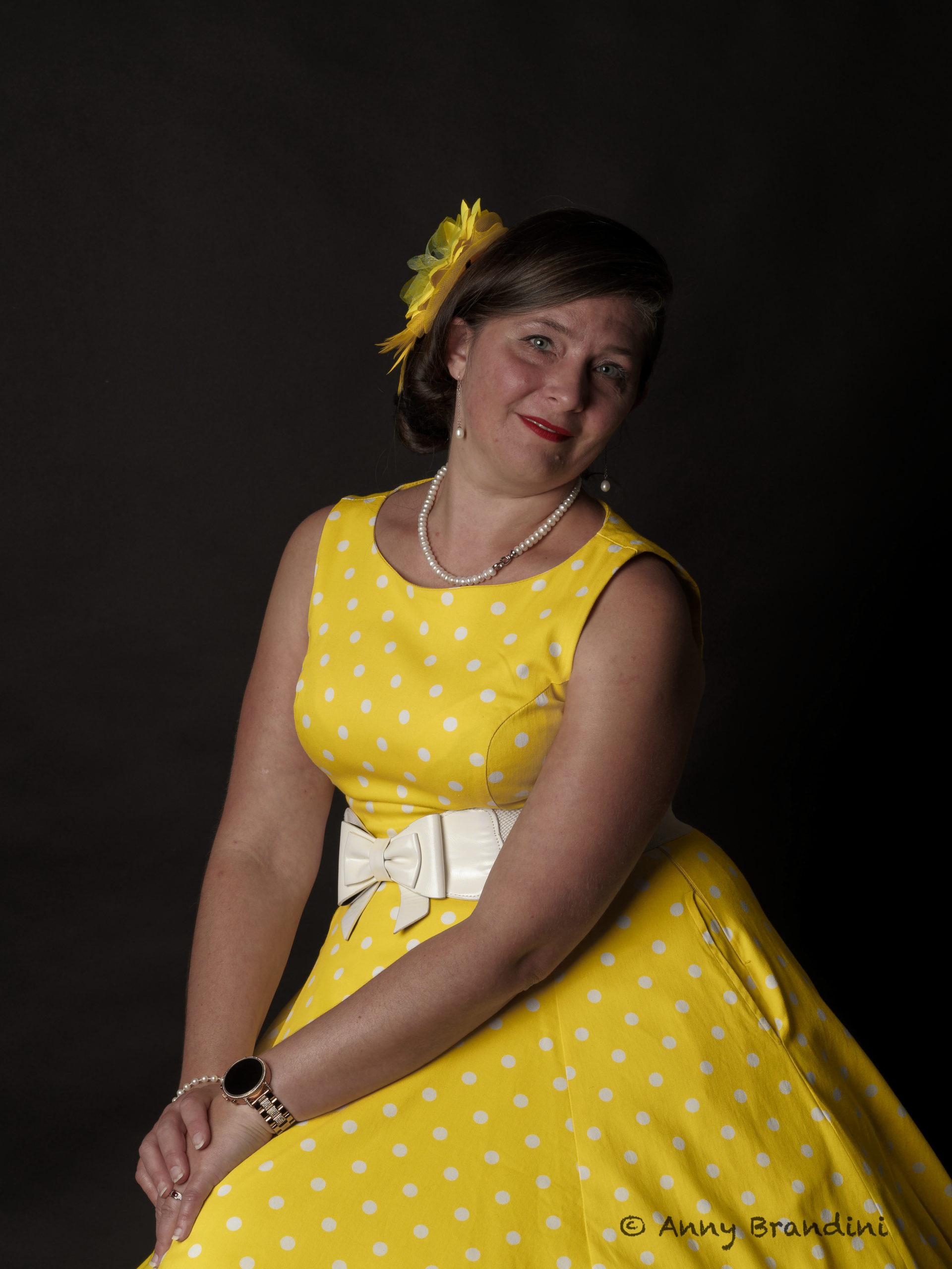 robe rayon de soleil de la marque Hearts & Roses - Model : Cendrine Miesch dite LaPtiteAlsacienne - Photo d'Anny Brandini au Studio Jean Paul à  Guebwiller.