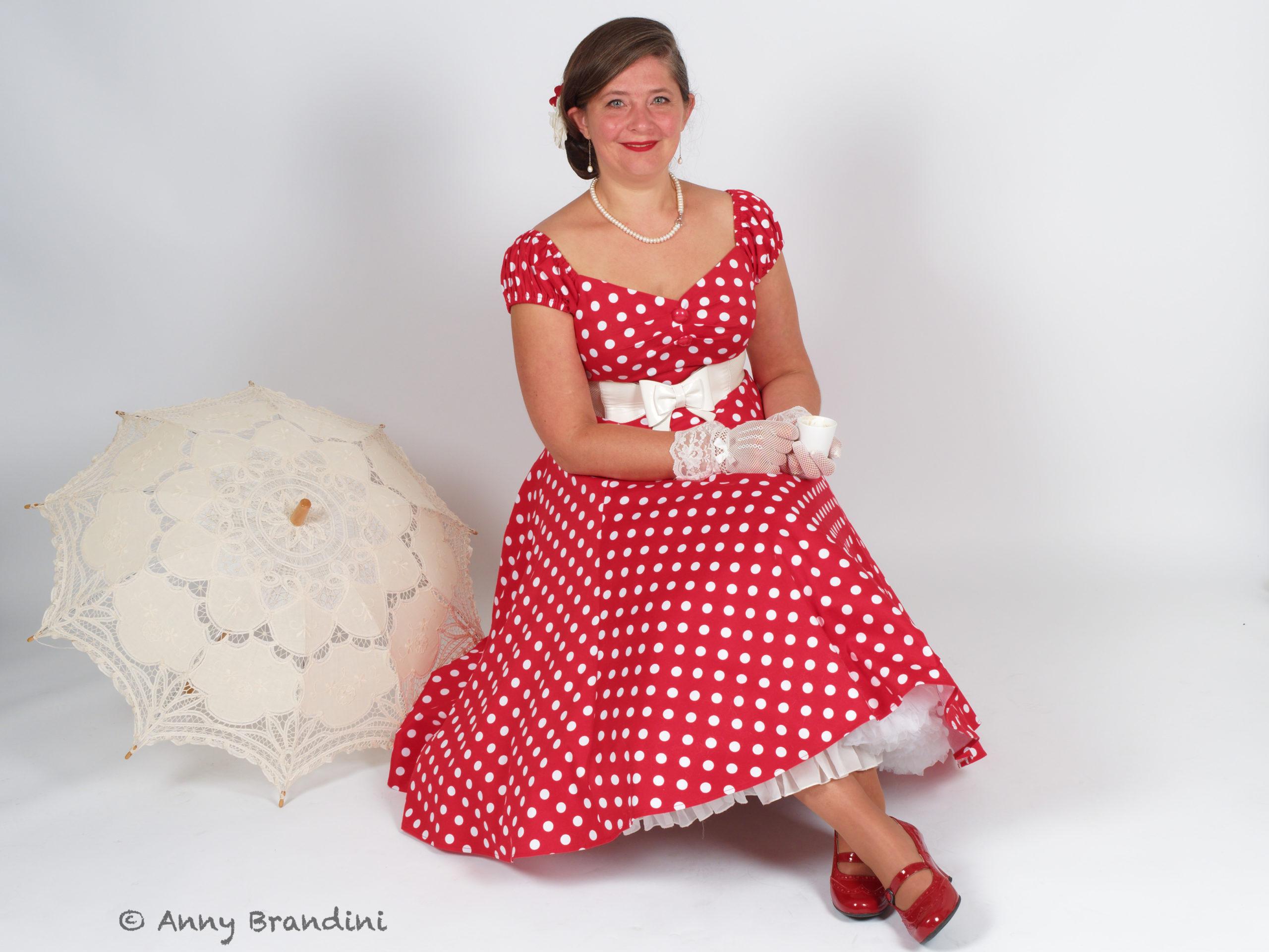 Une robe nommée Minnie... Marque : Collectif. Boutique 413 à Burnhaupt. Model : Cendrine Miesch dite LaPtiteAlsacienne. Mode vintage en Alsace. Photo : Anny Brandini