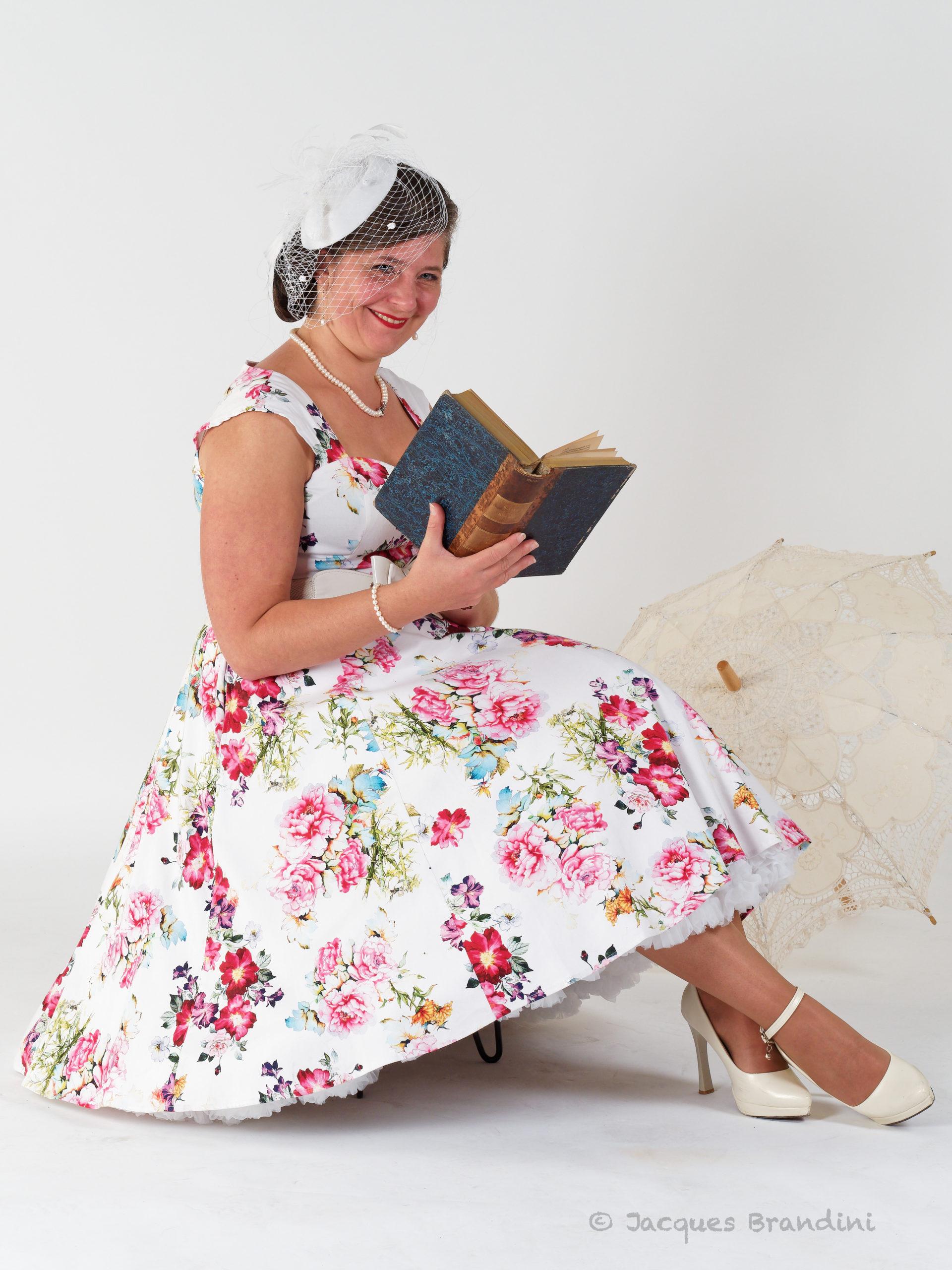 """Robe dite """"fleur estivale"""" - Model : Cendrine Miesch dite LaPtiteAlsacienne. Photo de Jacques Brandini. Marque robe : Hearts & Roses de la boutique Sweet Candy Shop à Molsheim. Photo de l'atelier portrait au studio Jean Paul à Guebwiller"""